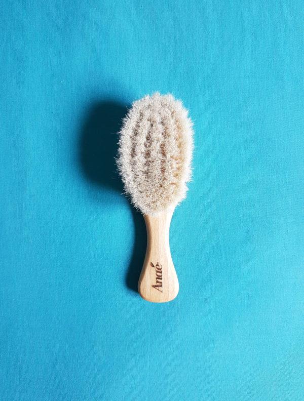 brosse à cheveux bébé